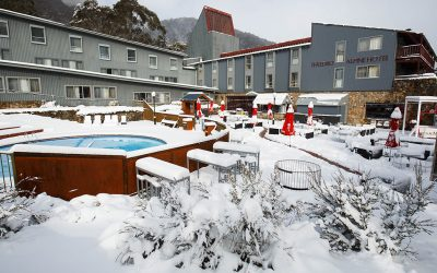 The Alpine Hotel, Threadbow
